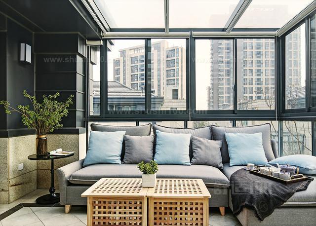 阳台玻璃房—如何打造阳台玻璃房