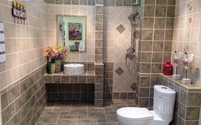 卫生间装修大多都是采用瓷砖的,很少采用其他材料进行装修,不过在