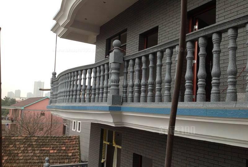 阳台是一个危险以及风景合一的地方,阳台可以让我们看到外面的风景