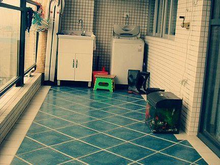 室内阳台地砖—拼接效果 好的瓷砖尺寸偏差较小,将一批产品垂直放在