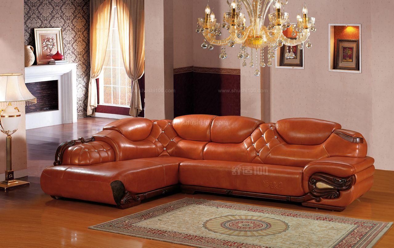 1、皮沙发比较大气、时尚,而且比较好清洗。好的皮沙发也是比较耐用的。而且造型简洁,很好搭配,最重要的是皮沙发的质感比较好,坐在上面很舒服。 2、维护:好的皮沙发价格都比较贵,而不好的皮沙发却不够耐用,如果清洁不好会发出皮臭味,基本上隔几年后皮沙发还得做翻新工作。