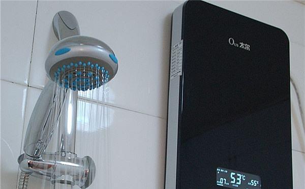 太尔热水器强大的水电别离即时加热技术支持,热水即开即出,无需预热等候,装备多重平安维护安装和超温维护设计,保证身体不被热水烫伤。当微电脑一旦检测到漏电电流,机器即在0.01秒内切断电源,维护热水器和用水平安。太尔热水器外型小巧精致,价钱适中,装置便当;可依据时节和气温选择恰当功率的档位运用,以最小的加热功率取得最理想的水温,便当经济,节能效果非常明显。太尔即热式热水器的内部构造合理,选材精良,技术稳定成熟,保证了热水器长期稳定良好的工作状态,而市场上的某些其他品牌机产品,内部采用不锈钢资料焊接,长期运用焊