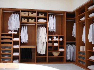 小编今天就来为大家简单的介绍下衣柜组装的方法步骤.