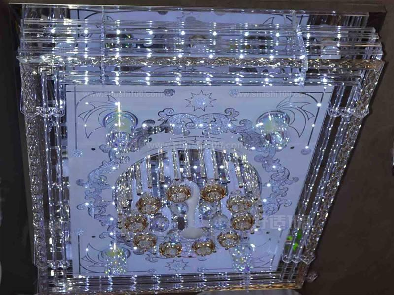 怎樣選客廳燈—選購注意事項 客廳的整個燈光設計,燈具搭配盡量反映