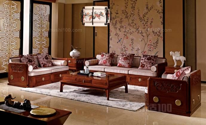 北京元亨利古典家具有限公司是一家集开发、设计生产、销售、服务于一体,专业生产明清古典硬木家具的综合型企业。公司以做中华品牌、创世界品牌为目标,汇集了大批优秀的管理骨干和技艺精湛的艺术工匠。元亨利通明清古典硬木家具,精选印度、东南亚等国家的黄花梨、紫檀、黑檀、酸枝等名贵、少有硬木为原料,精心设计,由具有丰富宫廷家具制作经验的艺术工匠,采用纯手工精雕细琢,精心制作而成。 以上就是小编为大家推荐的红木中式沙发品牌,大家可以在以后需要购买的时候从中进行选购使用,肯定可以带来一个非常好的使用效果,这些品牌的红