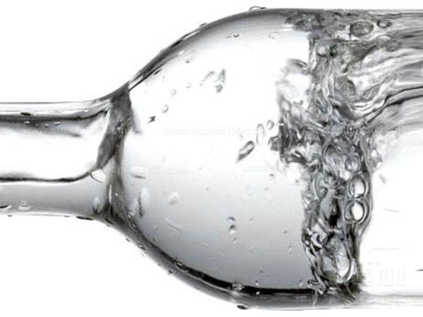 矿物质水.jpg