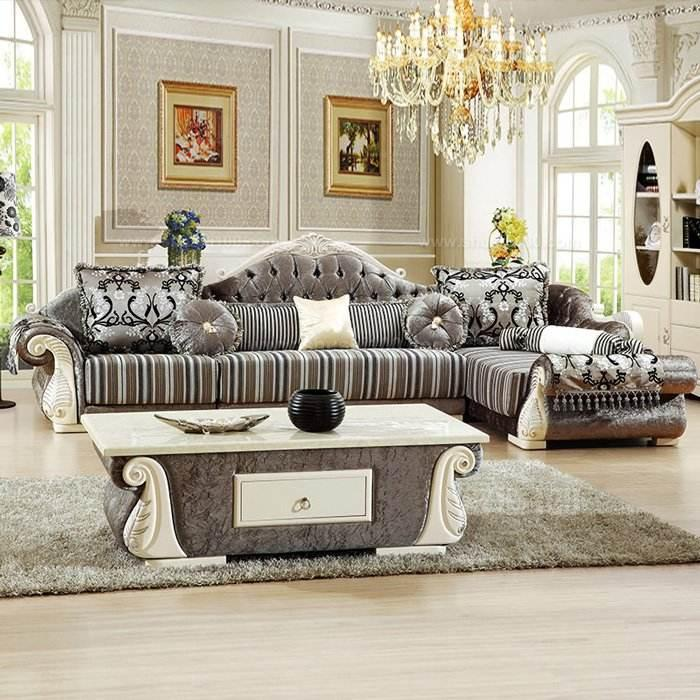 1.更换沙发布套。买欧式布艺沙发时,你可以增添两套甚至更多的沙发布套,不同的风格,不同的材质,不同的花色,以备你的客厅随时随心随地的变化魅力色彩! 2.易清洗。多的沙发布套可以更换,也更容易清洗,放入洗衣机,半个小时后,又给你套全新沙发风格! 3.坐感舒适,透气性强。