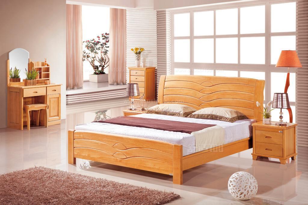 什么实木床好—实木床材质分类特点介绍