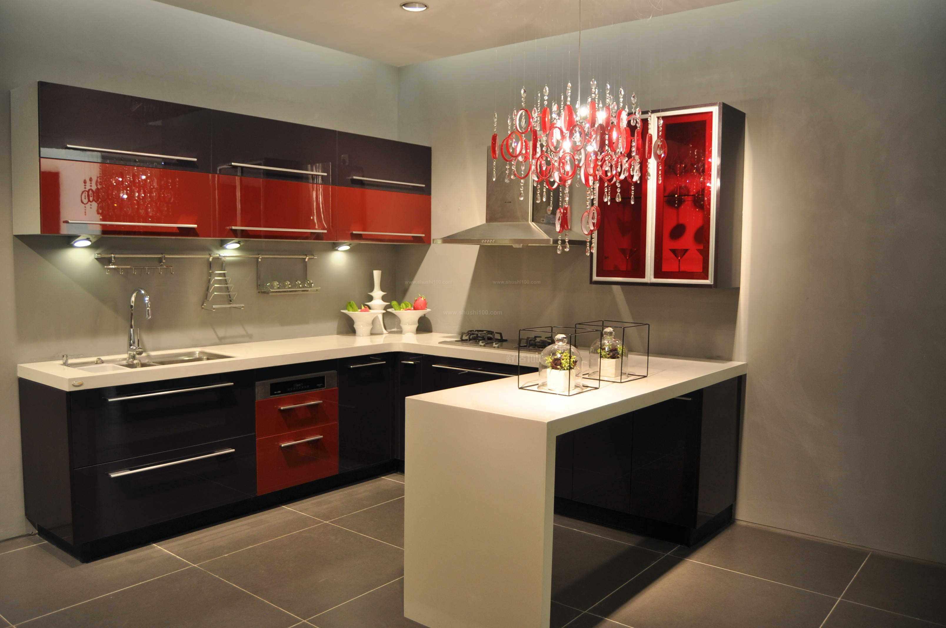 厨房柜一组多少钱—整体橱柜价格 1.整体橱柜衣柜柜身价格.图片