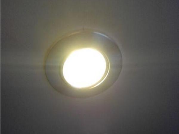 led筒灯坏了怎么更换—客厅led射灯不亮了拆卸维修方法