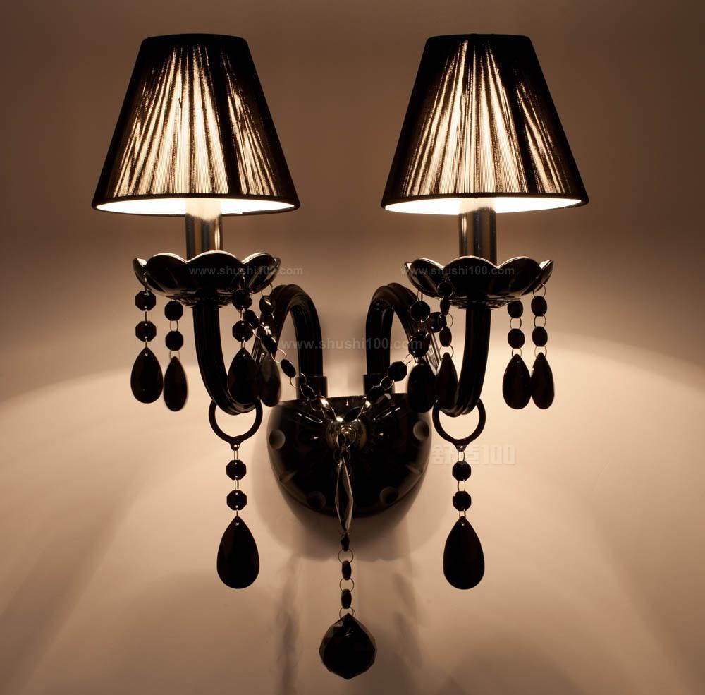 排名第四的开元欧式灯具的照明效果是非常不错的,它可以为使用者夜间带来最为舒适的灯光,有些灯具亮度大时就会有种十分刺眼的感觉,但此品牌灯具的灯光比较柔和,其使用起啦会更加舒适。 以上介绍了欧式灯具品牌排行榜,者四大品牌的灯具使用的制作材料比较上乘,所以不容易出现质量问题,且他们的欧式灯具外观都比较精美,工艺精细,和普通欧式灯具具有很大差异,其更胜一筹,为此十分推荐消费者选择其一来进行购买使用,但是在这里需要提醒大家的是,购买时需要到指定门店,这样可有效避免入手假货。
