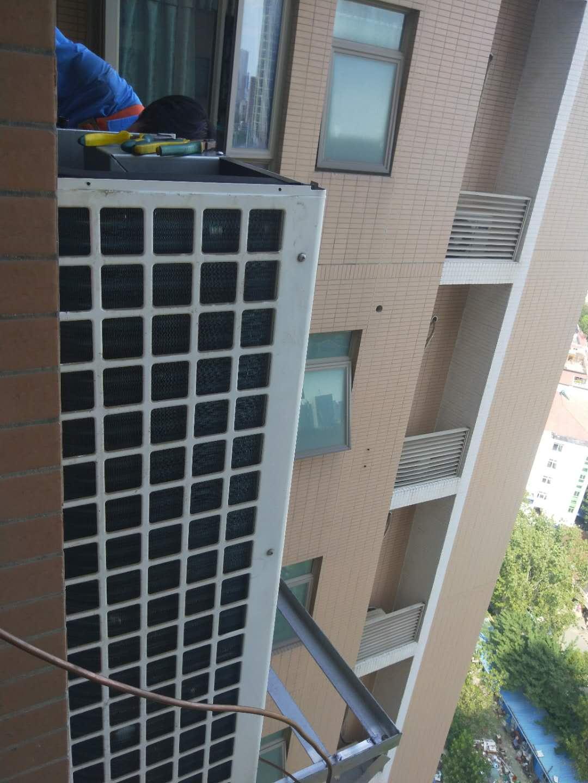 中央空调维修高空作业,舒适100工程师高标准高效保障售后无忧