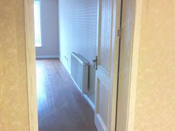 暖气片安装在卧室图片