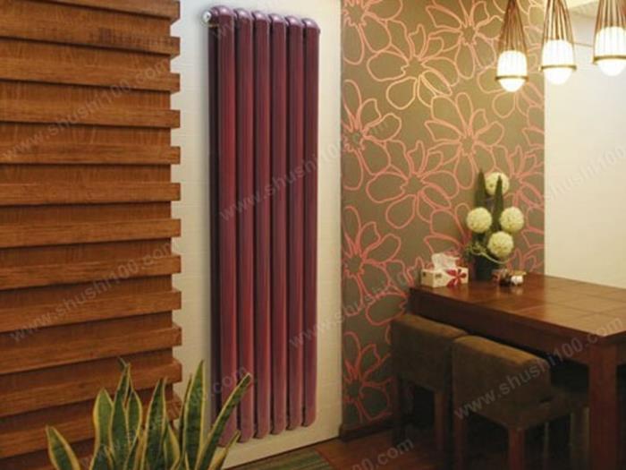 客厅暖气片安装效果图 暗红色暖气片与装修很好融合