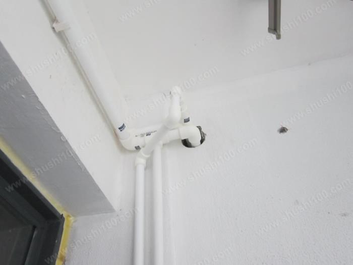 德美拉得暖气片明装效果图 多管路经过巧妙利用连接件