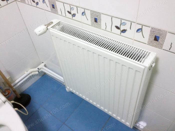 复式楼暖气片安装效果图 卫生间暖气片安装完毕 (5/20)