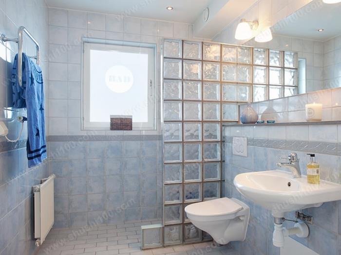 卫生间暖气片 安装 效果图 装在淋浴区域附近更高清图片