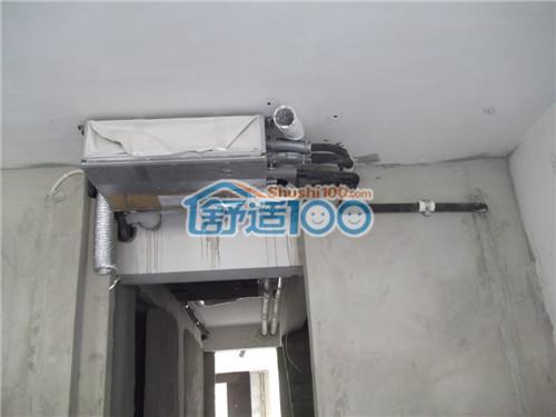 图为过道处中央空调室内机安装