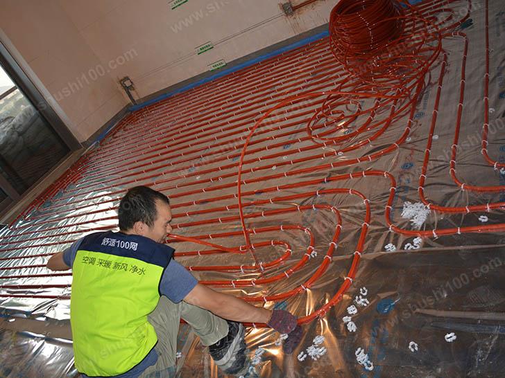 地暖施工图 工程服务团队现场施工