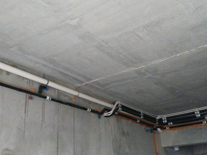 中央空调施工图 冷凝水管保持一定坡度