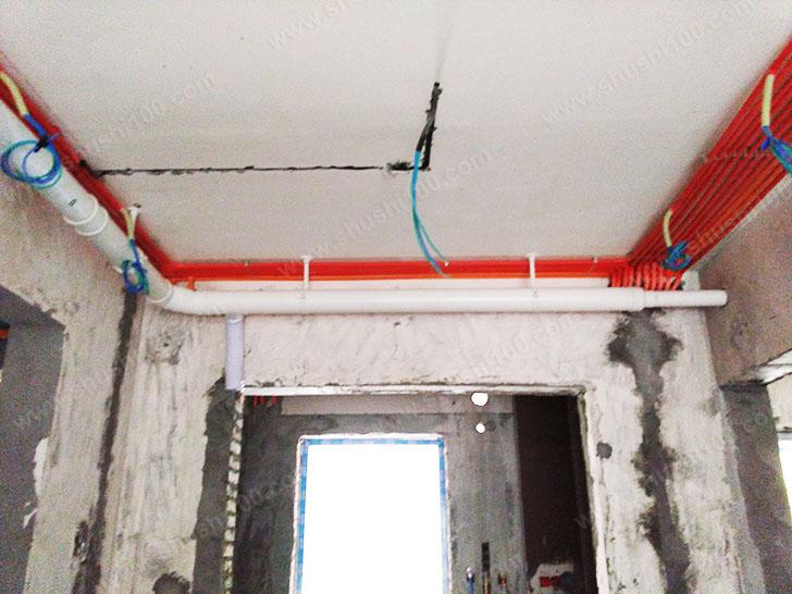 新风系统安装 走管笔直,紧贴墙壁