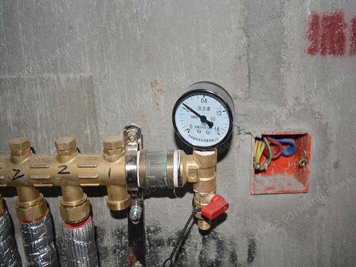 地暖安装 地暖管道试压不漏水
