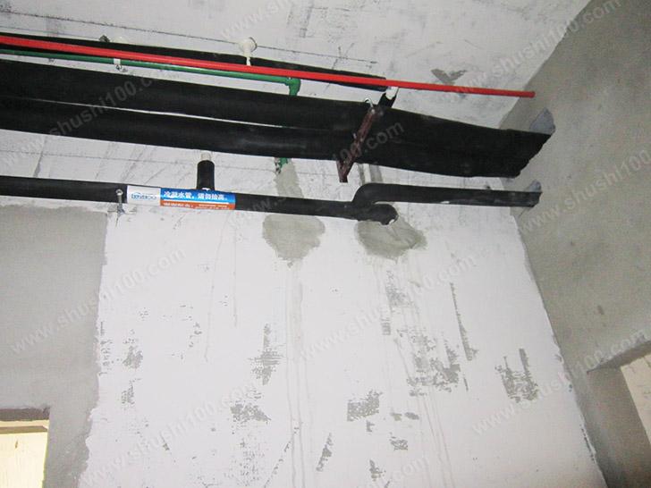 中央空调安装 走管紧贴墙壁