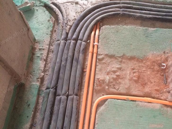 暖气片安装 布线整齐规范