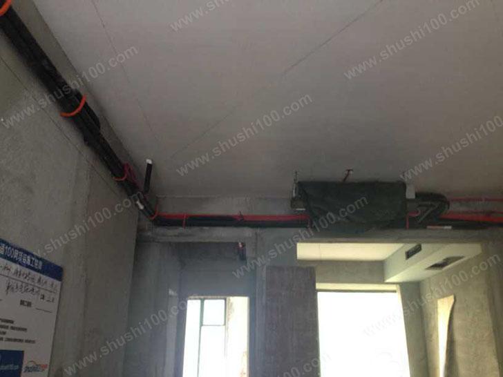 中央空调安装 冷凝水管、控制线放置到位