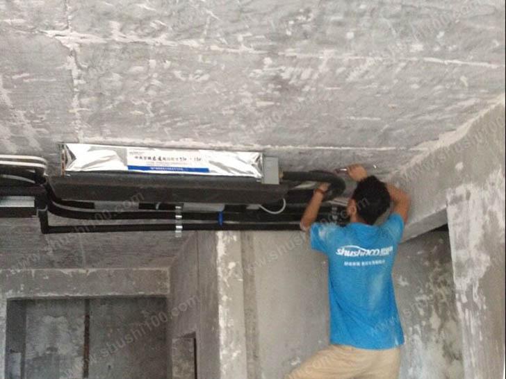 中央空调安装 施工人员安装管线