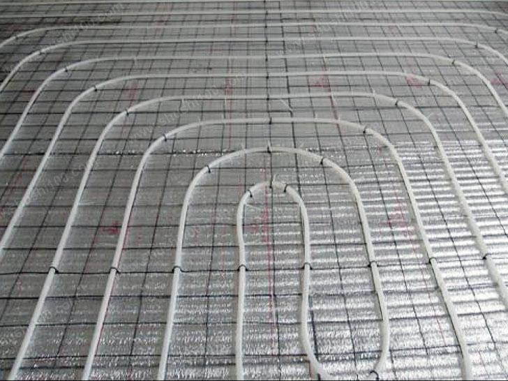 地暖施工图 地暖管拐弯处适当增加卡丁个数