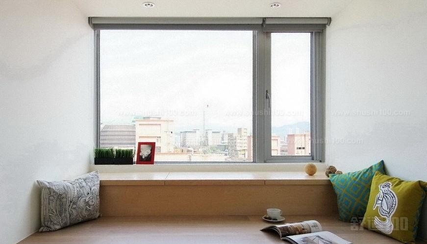 田园风格的窗帘,清淡的颜色让人感觉非常亲切,上下两层的窗户设计带来的光线也更加明亮。下方的榻榻米还具有收纳的作用。白纱窗帘唯美仙气十足,蔺草编织的草席清凉舒适。或坐或半躺在榻榻米上看书,都是很舒服的方式。如果不想设计成掀盖的模式,可以直接抬高地面设成收纳格的形式,美观的同时收纳效果也非常好。 以上小编为您提供了多种风格供您选择。如果喜欢混搭风的,可以根据自己的喜好将两种风格的元素搭配起来,会冲撞出别样的火花哦。各种各样的风格都极具特色,也有各自的象征元素所在。把握好这些风格的关键,最主要就是把握好这些元素