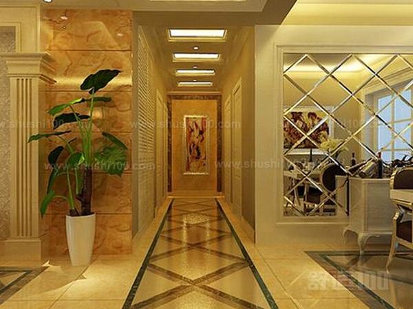 独立玄关地坪设计,玄关门厅坪设计要把握三大原则:易保洁、耐用、美观。至于地坪材质可以采用纹理美妙、或者光可鉴人的磨光大理石拼花,或用图案各异、镜面抛光的地砖拼花勾勒而成。而至于地砖是否应该与客厅一致,看个人喜好,可以自成一体,与客厅分离开,也可以一致。 独立玄关墙面设计,独立玄关的墙面通常作为背景烘托。