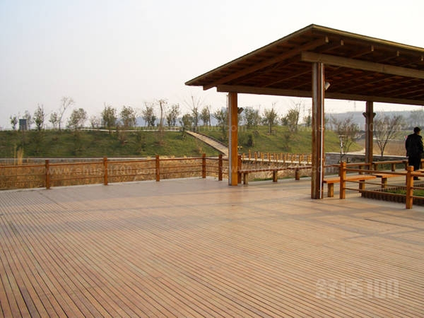 室外塑木地板—室外塑木地板的性能及优点介绍