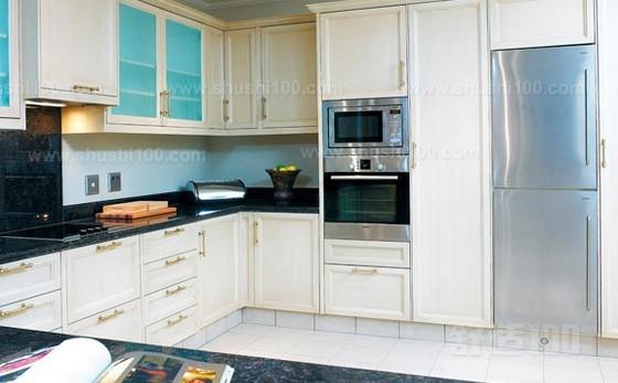 嵌入式烤箱 以上就是小编为大家介绍的有关于嵌入式烤箱品牌排名情况的相关内容了。其实在近几年来,烤箱已经成为了人们料理时候的必需工具。而许多家庭在装修厨房的时候就会留出一个空位来摆放嵌入式烤箱。知道嵌入式烤箱排名有利于人们在选购的时提供一些帮助。