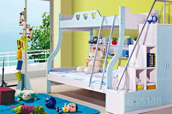 双层儿童床 以上就是由笔者带来的关于双层儿童床的简单介绍啦,你可以根据自己的需求,加上笔者给您的参谋,选择一款适合您需要的的双层儿童床,另外这种儿童双层床不仅可以应用于自己的二胎多胎家庭,还可以应用于接送站,幼儿园,小学宿舍等孩子多但空间少的地方。