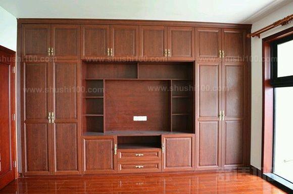 一体衣柜电视柜就是其中的一种,这样的好处就是同事大家可以使用衣柜