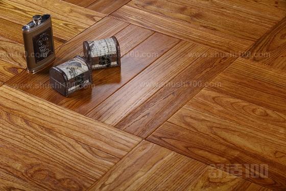 多层实木是12-15mm厚,实木是18mm厚。 3-5mm的厚度差异,部分人据此认定实木的导热性不如多层实木。实践证明纯实木在导热性撒不亚于多层实木,其一,厚度相差很小;其二,多层是实木皮与胶水的层叠,这种结构尤其是胶阻热系数更高。而且地热安装是直接安装在地热层上面的,不存在空阻问题,空气的阻热系数是最高的,所以如果是用传统的龙骨安装,就存在空阻问题。 上述就是小编为大家所介绍的柏尔实木地热地板的选购要素的相关内容了。只有选购到好的柏尔实木地热地板,才可以保证到大家在使用的时候是安全的、质量好的,可以放心