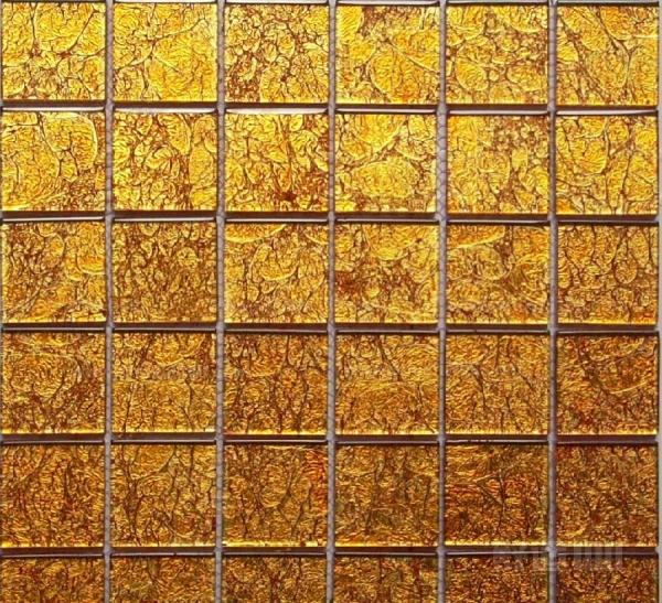 木质板材:有大漆装饰板、薄木贴面板、印刷木纹板以及饰面木板等。大漆装饰板,是在胶合板上漆上大漆,漆膜光亮,色泽高雅。装饰居室显得高贵。但造价较高。 薄木贴面板.是以高级木料刨切成0.2-0.5毫米的微薄木板.粘贴到胶合板上制成。它保持了天然木材的质感。又具有连续木纹的装饰效果,也是较高级的装饰材料.