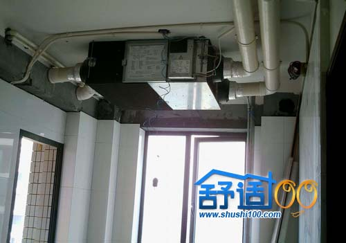 主机通过吊顶式(甚至放在卫生间吊顶上)安装或装入壁橱内,使房内看不
