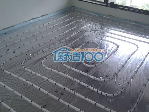 选用美国保利pert地暖管材,德国曼瑞德分水器,温控器和电热阀图片