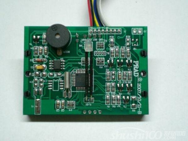 智能电子锁主板接线方式:2声-正确提示,表示是设置卡,3声-门锁已反锁。解决方法:用能开反锁的卡或解除反锁,6声-房号不对,解决方法:设置门锁的房号。7声-卡已过期,解决方法:设置门锁的时钟。8声-客人卡被后面的客人卡覆盖或者被退房卡限制,解决方法:刷授权卡或再刷一次退房卡。9声-卡已被挂失,即已进入黑名单。10声-授权卡的授权码无效,解决方法:拧机械钥匙,11声-楼层卡的楼栋号或层号无效,解决方法:设置房号。12声-员工卡被后卡覆盖,解决方法:刷授权卡。 这就是智能电子锁主板常规性的基础
