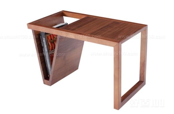 选购方法:对于书桌实木简约而言,细节是不可忽略的。购买的时候要观察木质有无缺陷,开裂自然不能买。如果正面有结疤,背面相同位置也同样有这个结疤,这个结疤基本上属于死结,时间长了,会掉的,因此有这种缺陷的家具是绝对不能买。此外,还要确保衔接位牢固、抽屉或柜门活动自如、螺丝结实等。 以上就是小编介绍的书桌实木简约的选购方法,书桌实木简约在我们的书房中是必不可少的,书房里面有了书桌实木简约看起来就会更有韵味,当然对于书桌实木简约的选购技巧我们自己也要进行了解,这样的话在选购的时候就可以根据自己了解的知识进行选购。
