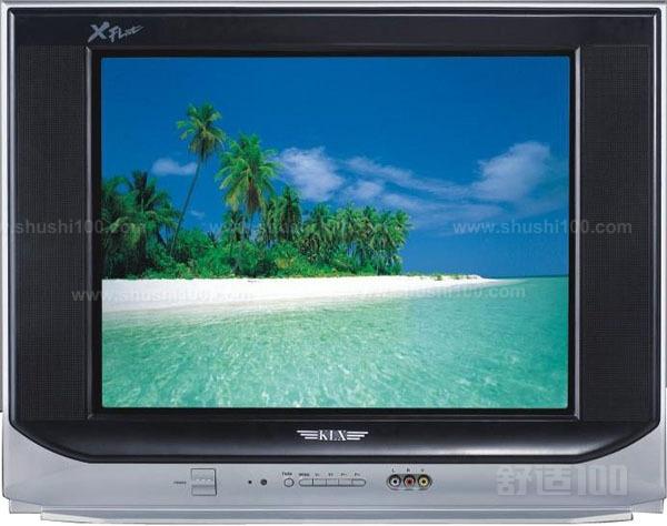  电视摄像是将景物的光像聚焦于摄像管的光敏(或光导)靶面上,靶面各点的光电子的激发或光电导的变化情况随光像各点的亮度而异。当用电子束对靶面扫描时,即产生一个幅度正比于各点景物光像亮度的电信号。传送到电视接收机中使显像管屏幕的扫描电子束随输入信号的强弱而变。当与发送端同步扫描时,显像管的屏幕上即显现发送的原始图像。 电视信号传输分配的过程,以转播其他城市中的实况为例,一般从摄像机、电视中心或转播车,再经微波中继线路、发射台,最后到用户电视接收机。此外,电视广播卫星