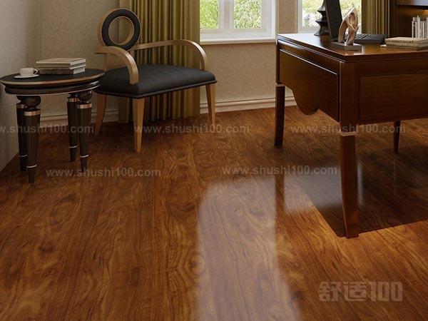 是使用海棠木制作的木地板,这种木材的花纹以及纹理都是非常的独特的