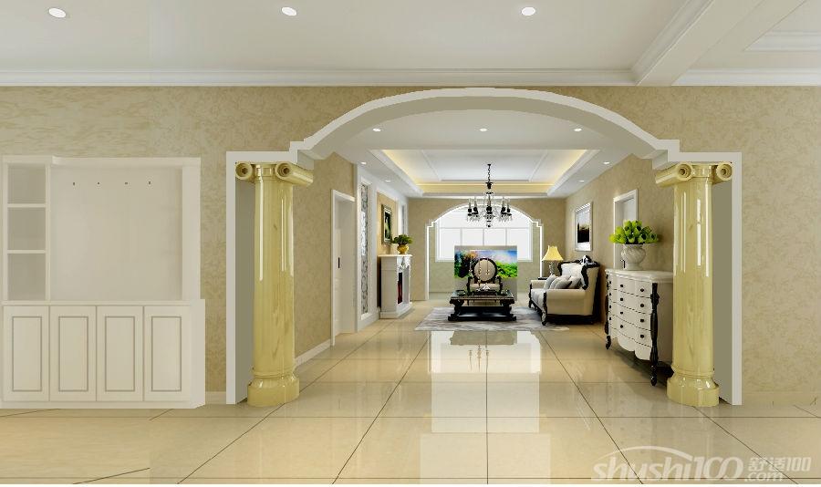 客厅给人第一眼是奢华大气,仔细看来又是十分简欧的。水钻吊灯,软包沙发,实木质的茶几桌与电视机柜,都给人带来一股舒适感。最吸引人的眼球的莫过于电视背景墙,石膏罗马柱的摆设配上壁灯,再加上银色印花壁纸的粉饰,使它为之一亮。 简欧风格复式挑高客厅设计,让客厅显得更加明亮。高端大气的纯黑色沙发搭配黑色的方形茶几桌,彰显出高贵。大理石瓷砖拼花设计的电视背景墙,显得亮眼十足。欧式罗马柱的造型设计搭配白色镂空雕花的图案装修,彰显出时尚个性。 一间新中式的客厅,简约大气的装扮让它显得颇具魅力。原木色的沙发搭配方形的茶几桌