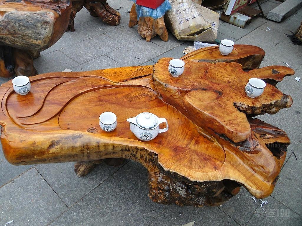 樟木根雕茶几 樟木根雕茶几的保养方法介绍