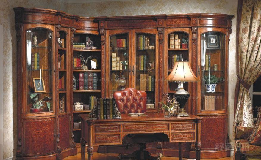 多采用自然色,褐色,咖啡色,设计更加别出心裁,用古典木纹和雕花对书