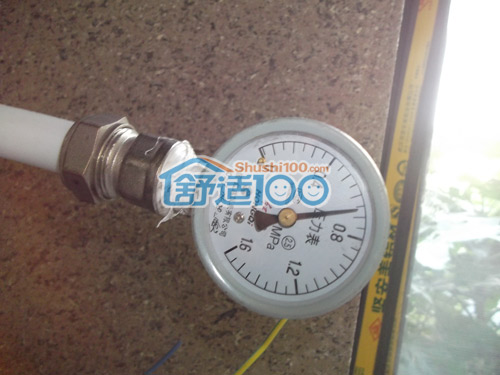 图解 安装/施工人员对地暖系统进行打压测试