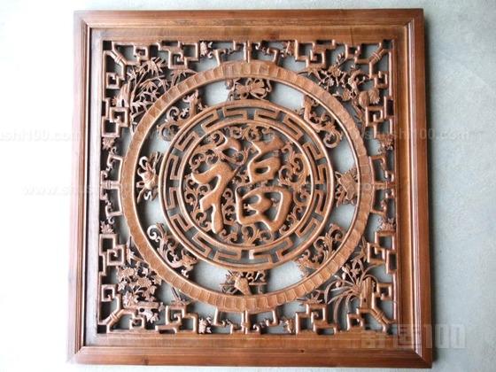 其特点常常是使用一些现代的材料作为表现中国传统的元素。如雕花玻璃来表现古典图案,将银色的金属镶嵌在传统的家具中等等。任何一个号称新中式风格的装修,都能找到现代元素和谐地与古典传统结合。这是它的最大特点。中式风格的设计,是在室内布置线条、色调以及家具陈设的造型等方面,吸取传统装饰形神的特征,以传统文化内涵为设计元素,革除传统家具的弊端,去掉多余的雕刻糅合现代西式家居的舒适,根据不同户型的居室,采取不同的布置。